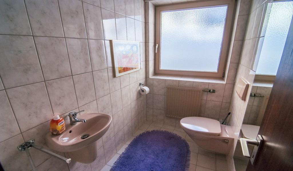 EG rechts - Wohnung möbliert und frei - GÄSTE WC